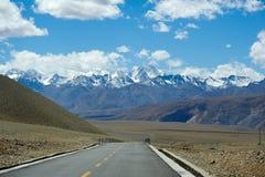 W kierunku śnieżnej góry Fotografia Stock