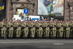 W Kijów na Khreshchatyk militarnej paradzie Obrazy Royalty Free