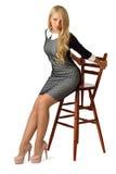 W koktajl sukni młoda piękna kobieta Fotografia Stock