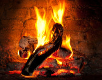 W kominku pożarniczy palenie Fotografia Royalty Free