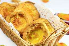 W koszu jajeczni Tarts Fotografia Stock