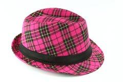 W kratkę purpurowy kapelusz na białym tle Fotografia Stock