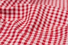 W kratkę tablecloth kuchenna selekcyjna ostrość Obraz Royalty Free