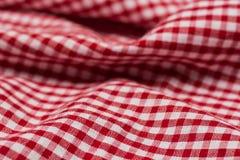 W kratkę tablecloth kuchenna selekcyjna ostrość Zdjęcie Stock