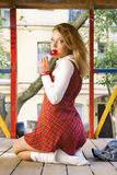 w kratkę dziewczyny urocza szkolna krótka spódnica Fotografia Stock