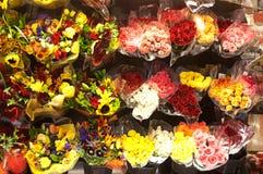 W Kwiatu Sklepie wiele Bukiety Zdjęcia Stock