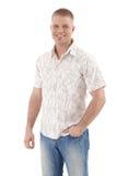 W lato koszula przystojny mężczyzna Fotografia Stock