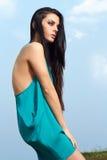 W lato sukni piękna kobieta lifestyle zdjęcie royalty free