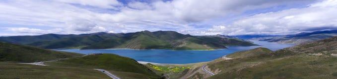 W lato Yamdrok Jezioro obrazy stock