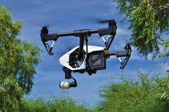 W locie - Boczny widok Fachowy kamera truteń (UAV) Zdjęcie Royalty Free