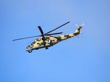 W locie bojowy helikopter Obrazy Royalty Free