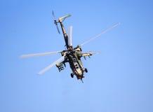 W locie bojowy helikopter Fotografia Stock