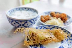 W lodowej wodzie tajlandzcy karmowi ryż Obrazy Royalty Free