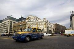 W Londyn taxi taksówka Zdjęcia Royalty Free