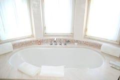 W luksusowym hotelu łazienki wnętrze Zdjęcie Royalty Free