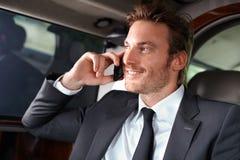 W luksusowym samochodzie elegancki mężczyzna Obraz Royalty Free