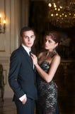 W luksusowym wnętrzu potomstwo para Obraz Royalty Free
