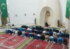 W meczecie popołudniowa modlitwa obraz royalty free