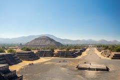 w Meksyku na odległość piramidy krok małym słońce teotihuacan Zdjęcie Stock