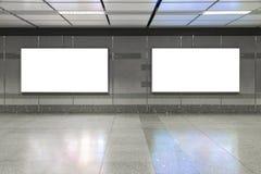W metrze pusty billboard Pożytecznie dla twój reklamy obraz royalty free
