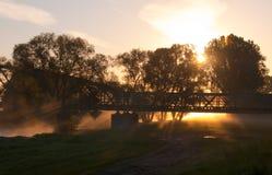 W mgle kolej most Obraz Royalty Free