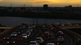 W mieście ruch drogowy dżem Lato pogodny wieczór zbiory