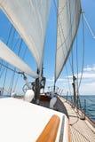 W morzu jachtu żeglowanie Zdjęcie Stock