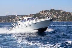 W morzu luksusowy jacht Zdjęcie Royalty Free