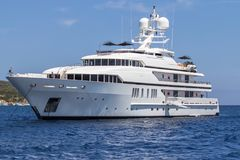 W morzu luksusowy jacht Obraz Royalty Free