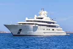 W morzu luksusowy jacht Obraz Stock