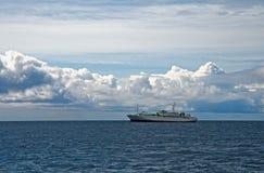 W morzu statek Fotografia Royalty Free