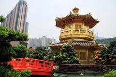 W Nan ogródzie złoty pagodowy Chiński styl Lian Fotografia Royalty Free