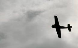 W niebo samolotu wojskowego Rosyjskim Radzieckim wojowniku, szturmowy samolot drugi wojna światowa Obrazy Royalty Free