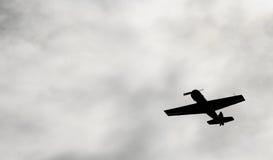 W niebo samolotu wojskowego Rosyjskim Radzieckim wojowniku, szturmowy samolot drugi wojna światowa Obraz Stock