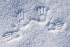 W śniegu lewy i prawy ludzcy druki fotografia stock