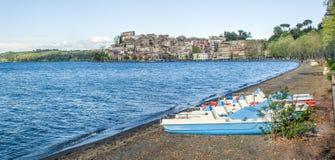 - Włochy Anguillara Sabazia, Rzym, Bracciano jezioro - Zdjęcia Stock