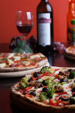 Włoska pizza i wino Zdjęcia Royalty Free