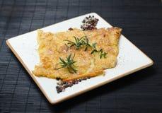 Włoski chickpea farinata na talerzu fotografia royalty free