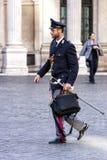 Włoski funkcjonariusz policji z kordzikiem i mundurem Obrazy Stock