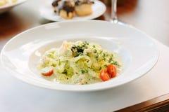 Włoski jedzenie - fettuccine makaron z pesto kumberlandem Zdjęcie Royalty Free