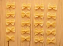Włoski karmowy makaronu spaghetti, farfalle i Obrazy Stock