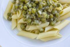 Włoski makaron z greeen groch i ser Fotografia Stock