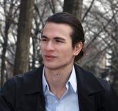 W parku przystojny mężczyzna Obrazy Royalty Free