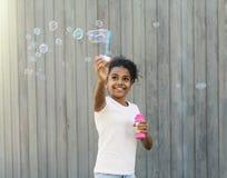 W parku szczęśliwa dziewczyna Obrazy Royalty Free