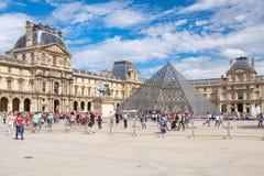 W Paryż Louvre Muzeum fotografia stock