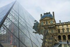 W Paryż Louvre Ostrosłup Fotografia Royalty Free