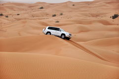 W piasek diunach dżipa safari Zdjęcie Stock
