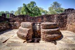 W pielgrzymki miejscu stary królewski miasto Anuradhapura na tropikalnej wyspie Sri Lanka Zdjęcie Royalty Free