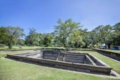 W pielgrzymki miejscu stary królewski miasto Anuradhapura na tropikalnej wyspie Sri Lanka Fotografia Royalty Free