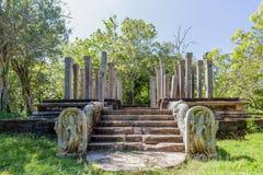 W pielgrzymki miejscu stary królewski miasto Anuradhapura na tropikalnej wyspie Sri Lanka Obrazy Royalty Free